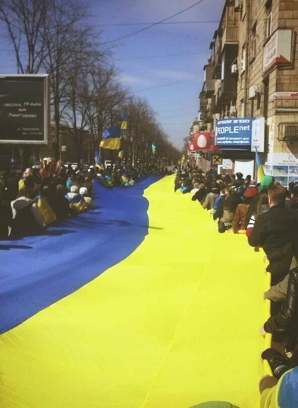 Zaporizha-flag-demonstration