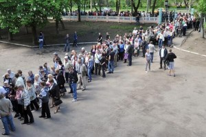 People-Lined-Up-To-Vote