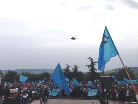 Russian-Helicopter-vs-Crimean-commemoration