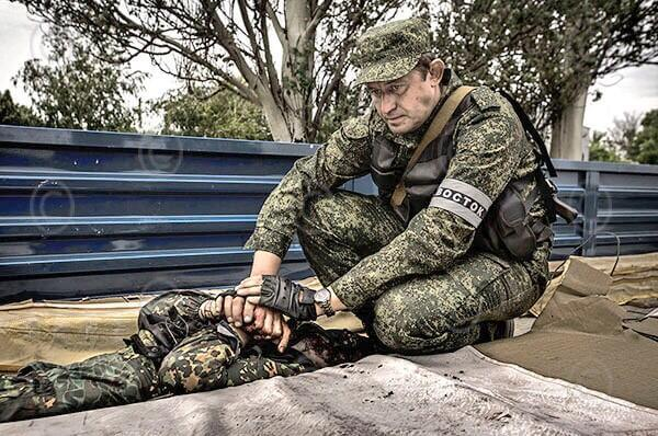 Russian-Soldier-Grieving