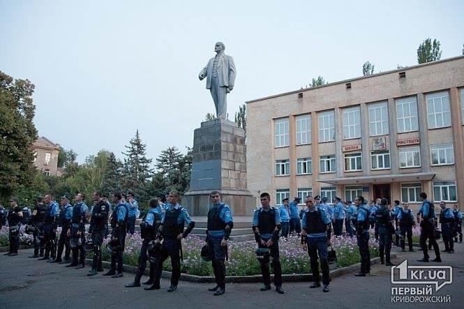 Defending-Lenin-Kryvi-Rih