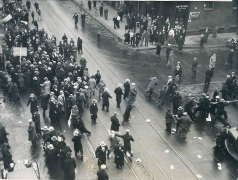 CommunistsattackingaparadeofUkrainiansinChicagoDatedDecember1719331