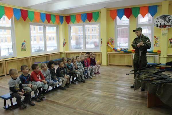 StPetersburg-kid-soldiers2